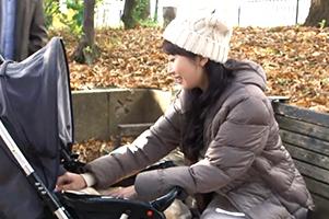 ベビーカー押してる巨乳ママを公園でナンパ!子供の世話に追われるSEXレスボディをガン突き!