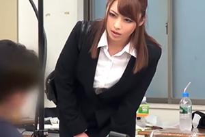 「えっ、私ですか!?」体調不良でドタキャンした女優の穴埋めでAV出演させられる超美人マネージャー!