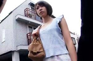 【シロウト】ショートカット奥様をストリートナンパ!電マで失禁するまでイカせて生中出し!