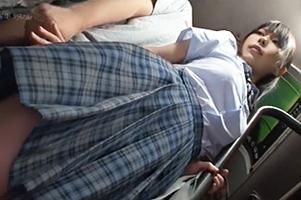 『す、すげー乳!!』発育良すぎるJKに辛抱たまらず、バス停留所で拉致って連れ込みレイプ!