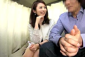 【人妻ナンパ】感度抜群のFカップ美人妻を旦那の前で寝取る!