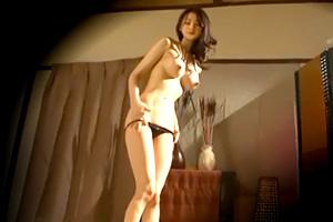 【盗撮】スレンダーで綺麗な体してるよね。美人妻がカタコトの日本語使うタイ人に中出しされる