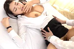 【素人】童貞君、初めてのSEXで会社の女先輩に何度も中出し!