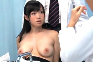 【マジックミラー号】おっぱいデカッ!エロ医者が診察で乳揉みまくりwww
